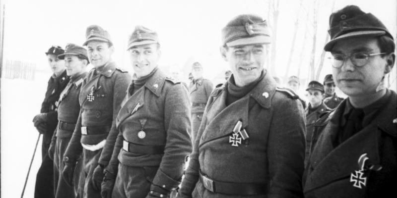 Russland, Soldaten nach Verleihung von Orden