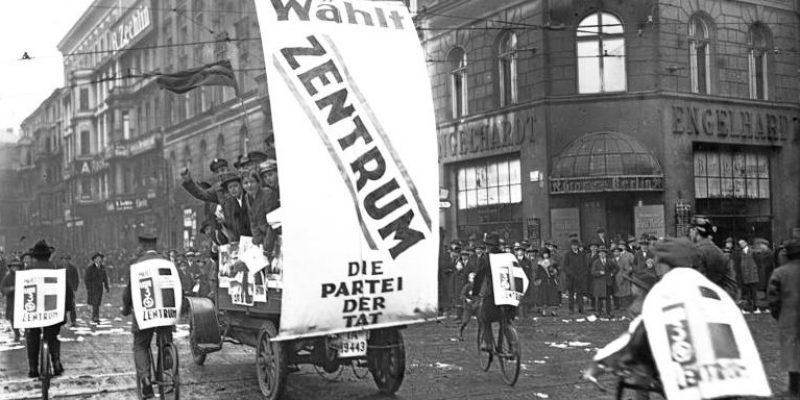 Bundesarchiv_Bild_102-10313,_Reichstagswahl,_Propagandawagen_des_Zentrums