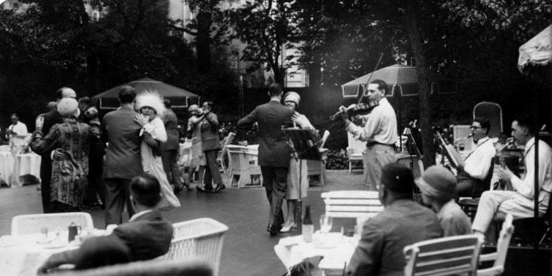 ADN-Zentralbild/ Archiv Berlin 1926 Im Garten des Berliner Hotels